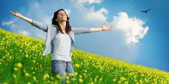 praise-woman-field